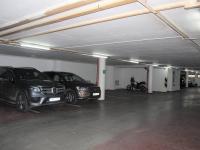 možnost pronajmutí garážového stání (Prodej bytu 1+kk v osobním vlastnictví 30 m², Praha 9 - Vysočany)