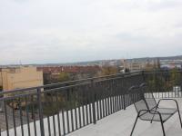 terasa (Prodej bytu 1+kk v osobním vlastnictví 30 m², Praha 9 - Vysočany)