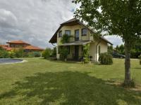 Pohled na dům ze zahrady (Prodej domu v osobním vlastnictví 115 m², Zdiby)