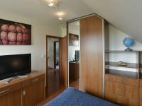 Ložnice s nábytkem na míru (Prodej domu v osobním vlastnictví 115 m², Zdiby)