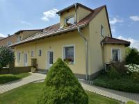 Dům z ulice (Prodej domu v osobním vlastnictví 160 m², Postřižín)