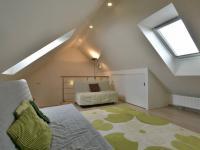 Podkroví (Prodej domu v osobním vlastnictví 160 m², Postřižín)