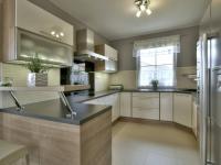 Kuchyňský kout (Prodej domu v osobním vlastnictví 160 m², Postřižín)