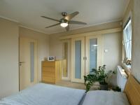 Ložnice se šatnou (Prodej domu v osobním vlastnictví 160 m², Postřižín)