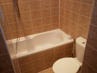 Koupelna s vanou (Prodej bytu 2+kk v osobním vlastnictví 48 m², Praha 4 - Krč)