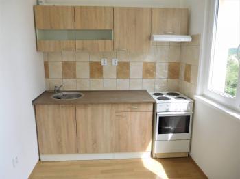 Nová kuchyňská linka - Pronájem bytu 1+1 v družstevním vlastnictví 35 m², Odolena Voda