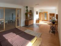 ložnice (Prodej domu v osobním vlastnictví 750 m², Černá v Pošumaví)