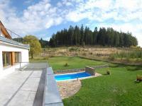 z terasy (Prodej domu v osobním vlastnictví 750 m², Černá v Pošumaví)