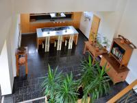 ze schodiště (Prodej domu v osobním vlastnictví 750 m², Černá v Pošumaví)