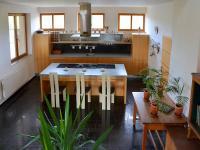 kuchy (Prodej domu v osobním vlastnictví 750 m², Černá v Pošumaví)