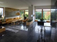 obývák (Prodej domu v osobním vlastnictví 750 m², Černá v Pošumaví)