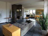 obývák + krb (Prodej domu v osobním vlastnictví 750 m², Černá v Pošumaví)