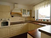 Kuchyně (Prodej domu v osobním vlastnictví 220 m², Roudné)