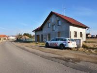Pohled z ulice (Prodej domu v osobním vlastnictví 220 m², Roudné)