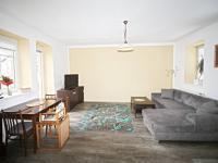 obývací pokoj s kuchyňským koutem (Prodej domu v osobním vlastnictví 80 m², Ločenice)
