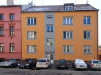 dům z ulice (Prodej bytu 3+kk v osobním vlastnictví 77 m², České Budějovice)