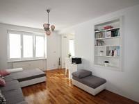 obývací pokoj - průchod do kuchyně (Prodej bytu 3+kk v osobním vlastnictví 77 m², České Budějovice)