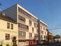 dům - pohled z ulice (Prodej bytu 3+kk v osobním vlastnictví 59 m², České Budějovice)