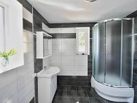 koupelna 8 - levá část (Prodej domu v osobním vlastnictví 200 m², Haškovcova Lhota)