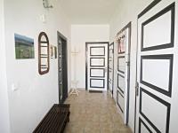 chodba (Prodej domu v osobním vlastnictví 200 m², Haškovcova Lhota)