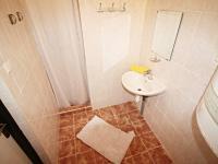 koupelna 5 - pravá část (Prodej domu v osobním vlastnictví 200 m², Haškovcova Lhota)