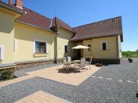 pohled ze zahrady (Prodej domu v osobním vlastnictví 200 m², Haškovcova Lhota)
