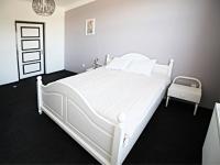 ložnice 2 - pravá část (Prodej domu v osobním vlastnictví 200 m², Haškovcova Lhota)