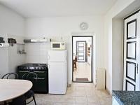 kuchyně 4 - pravá část (Prodej domu v osobním vlastnictví 200 m², Haškovcova Lhota)