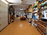 garáž (Prodej domu v osobním vlastnictví 291 m², Jílové u Prahy)