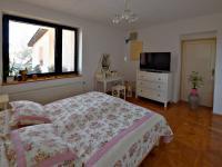 ložnice přízemí (Prodej domu v osobním vlastnictví 291 m², Jílové u Prahy)