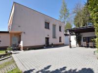 východní strana (Prodej domu v osobním vlastnictví 291 m², Jílové u Prahy)
