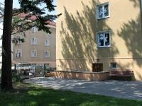 Vstup k domu a na zahradu (Prodej bytu 2+1 v osobním vlastnictví 60 m², České Budějovice)