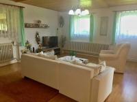 obývací pokoj v přízemí (Prodej domu v osobním vlastnictví 150 m², Kaplice)