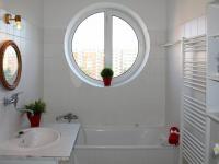 koupelna (Pronájem bytu 1+kk v osobním vlastnictví 33 m², České Budějovice)