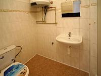 koupelna v přízemí (Prodej domu v osobním vlastnictví 124 m², České Budějovice)