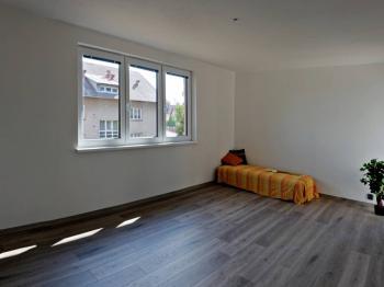 OBÝVACÍ POKOJ - Prodej bytu 3+1 v osobním vlastnictví 74 m², Chyšky