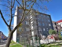 východní strana domu se zahradou (Prodej bytu 3+1 v osobním vlastnictví 66 m², České Budějovice)