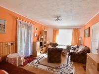 obývák + vstup na zahradu (Prodej domu v osobním vlastnictví 140 m², Nové Hrady)