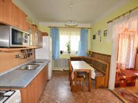 kuchyň s jídelním koutem (Prodej domu v osobním vlastnictví 140 m², Nové Hrady)