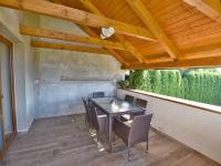 Krytá terasa (Prodej domu v osobním vlastnictví 157 m², Horní Stropnice)