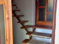 schodiště na půdu (Prodej domu v osobním vlastnictví 100 m², Dvory)