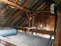 půdní prostor (Prodej domu v osobním vlastnictví 100 m², Dvory)