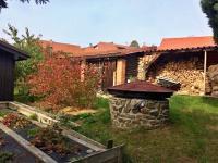 zahrada (Prodej domu v osobním vlastnictví 100 m², Dvory)