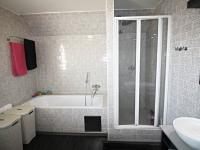 koupelna - Prodej domu v osobním vlastnictví 240 m², Hluboká nad Vltavou