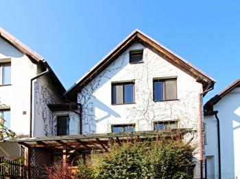 zadní pohled - Prodej domu v osobním vlastnictví 240 m², Hluboká nad Vltavou