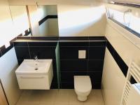 sociální zařízení (Pronájem domu v osobním vlastnictví 143 m², Kaplice)
