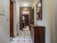 průhled z chodby do koupelny - Prodej domu v osobním vlastnictví 125 m², Rychnov nad Kněžnou