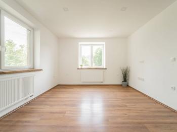 pokoj č.1 - Prodej bytu 3+kk v osobním vlastnictví 58 m², Hnátnice