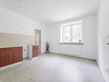 prostorná kuchyně - Prodej bytu 3+kk v osobním vlastnictví 58 m², Hnátnice