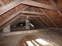 Půda hospodářské stavby (Prodej domu v osobním vlastnictví 237 m², Všemyslice)